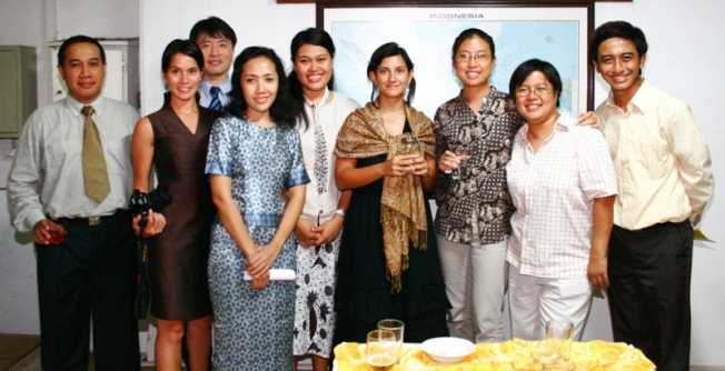 Han Qun Li, Arya Gunawan and staff of UNESCO Office Jakarta, November 2006